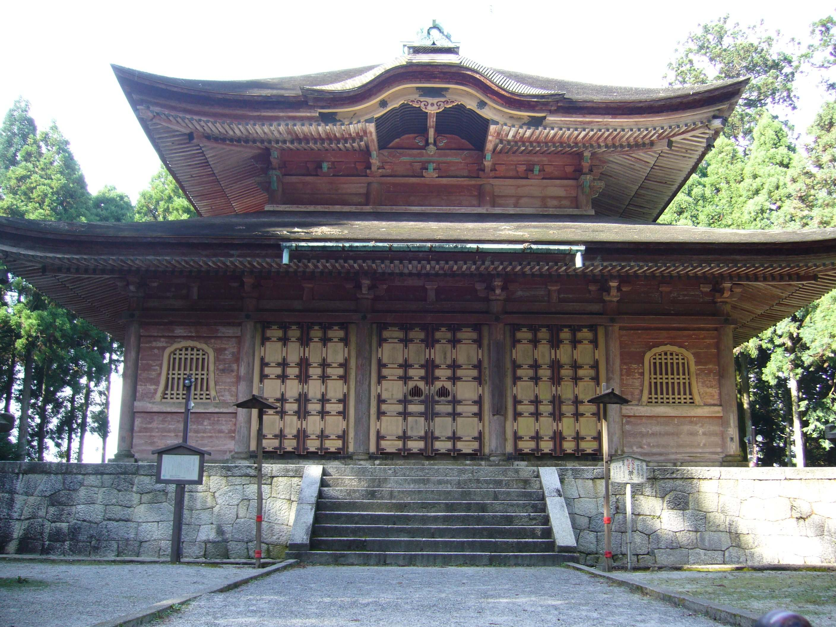 Old temple at Enryakuji on Mt. Hiei in Kyoto. Photo by Doug Berger, September 2007. Click the photo to send an e-mail.